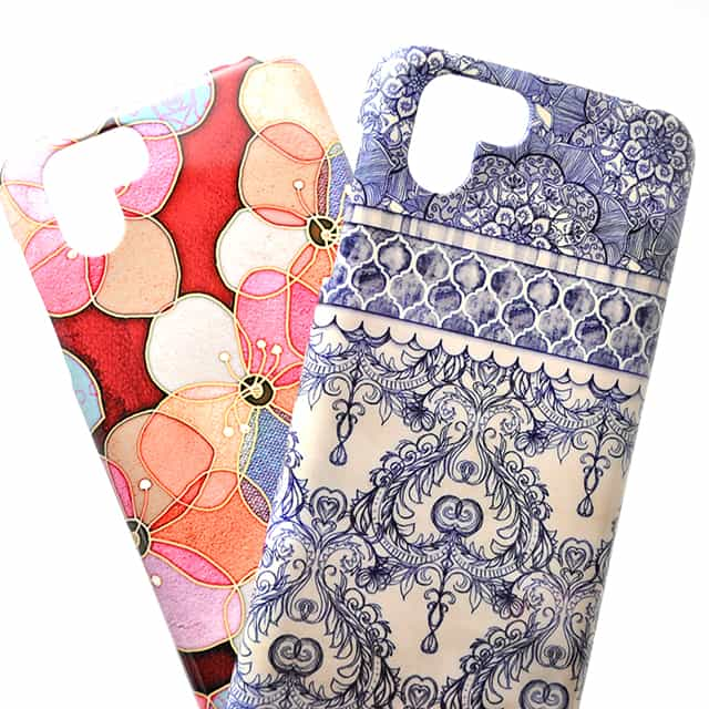 Vintage Wallpaper In Navy Blue And Cream AQUOS R2ケース